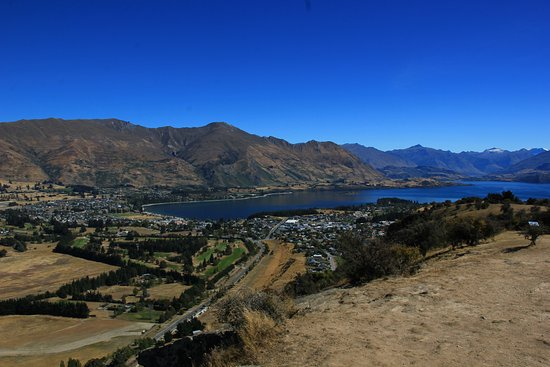 The view of Wanaka and Lake Wanaka (I).