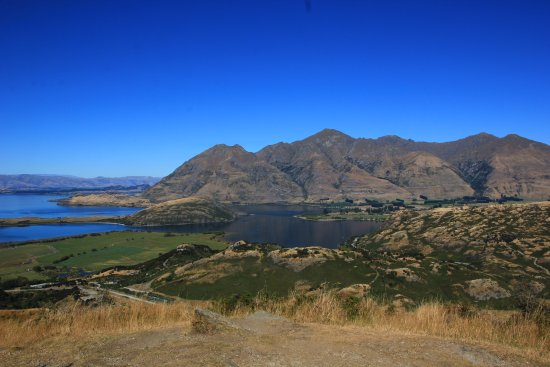 View of Lake Wanaka from the second lookout approximately 45-55 minutes into the track (I).