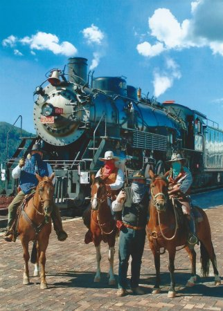Grand Canyon Railway : Picture of the play actors for the train robbery