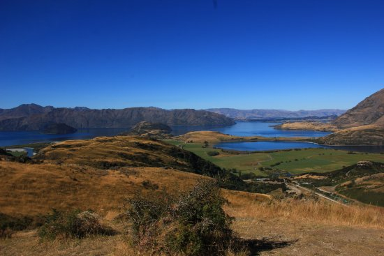 View of Lake Wanaka from the second lookout approximately 45-55 minutes into the track (II).