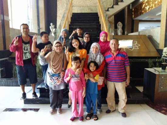 Golden Flower: Photo with Bu Yanti (middle) and lovely family.
