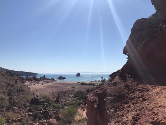 Red Travel Mexico: A small and stunning hike on Espiritu Santos