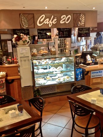 Ashmore, Australia: We pride ourselves on our home-baked cakes and meals and Merlo coffee