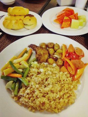 Serela Riau Bandung: Stay 24-28 Maret 2017 Breakfastnya relatif enak...