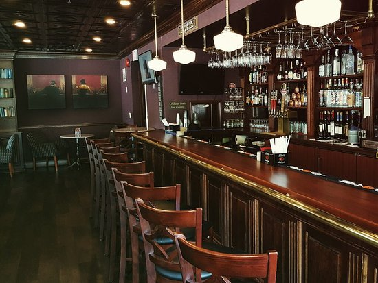 Glens Falls, Νέα Υόρκη: Beautifully renovated bar.