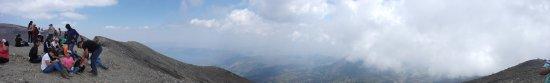 Santa Ana Volcano: Panorámica de la vista al Lago de Coatepeque desde el cráter del volcán