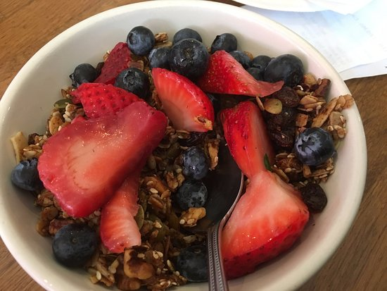 Seal Beach, CA: granola and fruit healthy and yum!