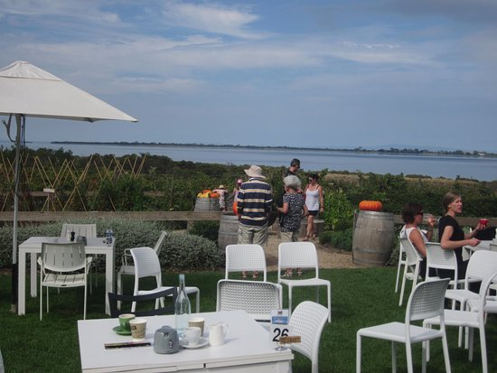 Queenscliff, Australia: Located right on the water's edge