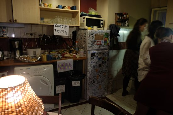Home Made Hostel: Kitchen