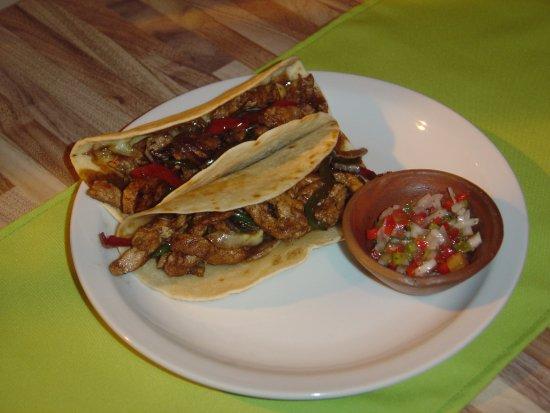 Famoso taco tradicional, acompañado con una salsa de Pico de Gallo