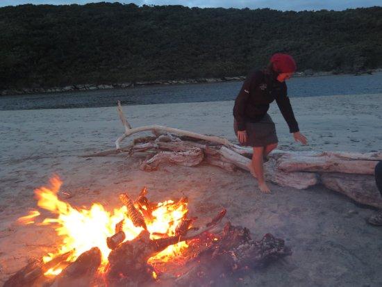 Nelson, Nouvelle-Zélande : Beautiful night for a bonfire on Heaphy Beach