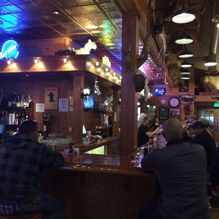 Williams, CA: Sports bar