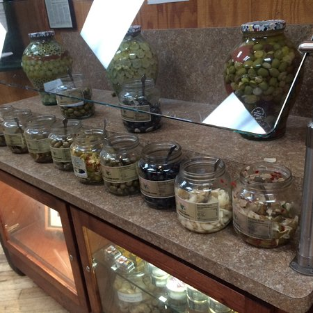 Williams, CA: Olives to taste and buy