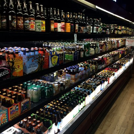 Williams, CA: Beverages. So many beers to choose from.