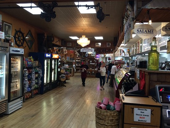 Williams, CA: Huge venue for meals, snacks, gifts.