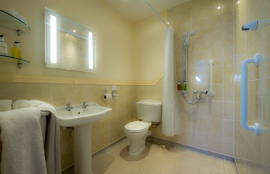 Settle, UK: Black Sheep Bathroom - Fully Wheelchair Accessible