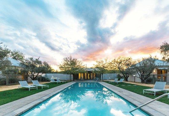 Duchamp Hotel: Lobby & Pool