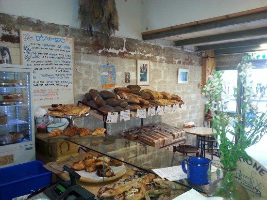 Kiryat Tivon, Israel: לחמים ומאפים יחודיים