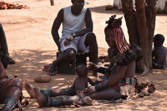 Kamanjab, Namibie : famiglia Himba