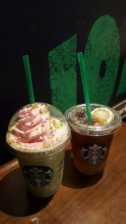 Starbucks Bing sutt at Duddell street steps and glass lamps