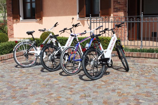B&B In Langa: Foto bici noleggiabili presso Rent Your Bike