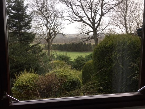 Иннерлайтен, UK: View from the bedroom across the Tweed Valley towards Traquair House.