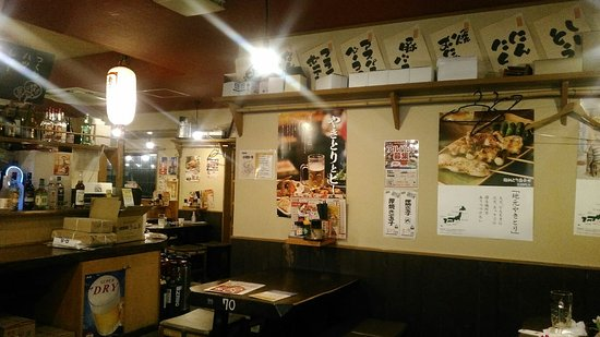 Komaki, Giappone: 店内は、格別広いわけではないが、狭くもない。
