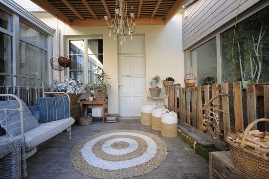 Montsoreau, ฝรั่งเศส: Terrasse chambre RDC,Jardin Secret