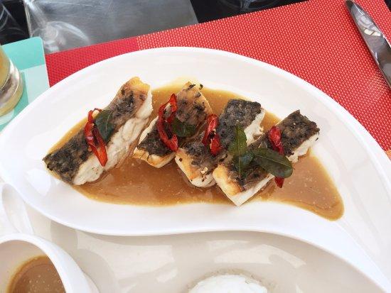 Hotel Jen Male: salmon fish in ceylon curry
