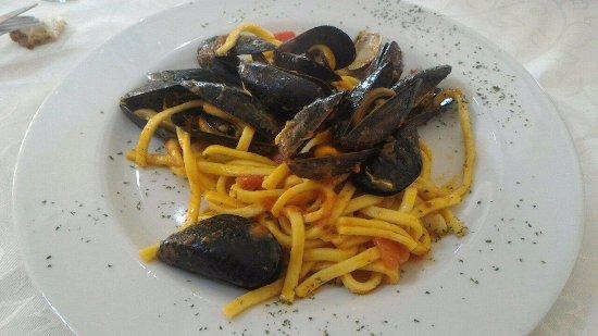 Vitulazio, Itália: mezzo (!!!) primo di tonnarelli ai frutti di mare