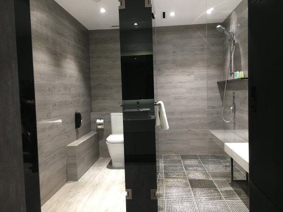 Nathan Hotel: Smart Family Bathroom
