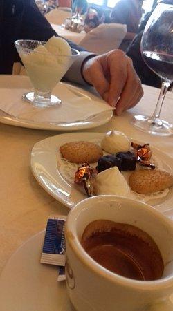 Dozza, İtalya: ottimo il sorbetto e la piccola pasticceria con il caffè