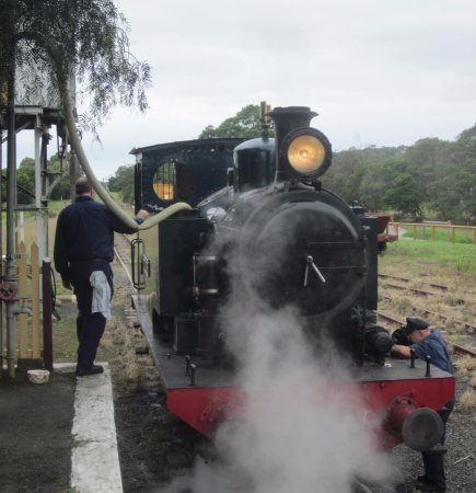 Queenscliff, Australia: Filling up water for the steam engine at Drysdale station