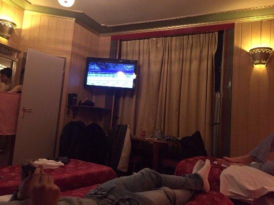 Hotel Nadia: Stanza per 4 ospiti (credo l'unica della struttura)