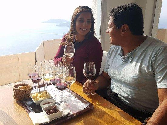 Pyrgos, Grecia: Essa bandeja vem com 12 vinhos