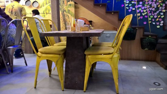 the simple yet fancy tables and chairs picture of hakuna matata