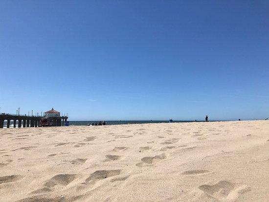 Sunny day at Manhattan beach