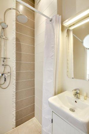Chambre Double Confort - Picture of Hotel Le Mondon, Metz ...