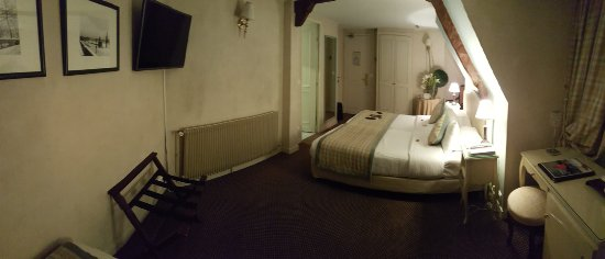 Hotel Belloy Saint-Germain by HappyCulture : Room 602, right next to a small but very quiet elevator. View from far corner