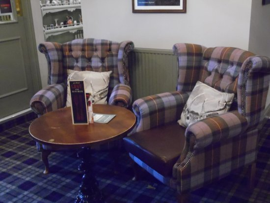 Brighouse, UK: Comfy & relaxing seats to enjoy you drink