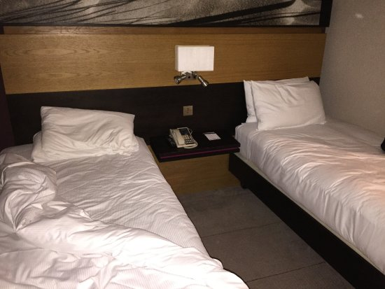 Hilton London Kensington: there is a table to the left of my bed - it's almost touching the bed and the window
