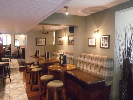 Brighouse, UK: Plenty of comfy seating to chat, drink and eat