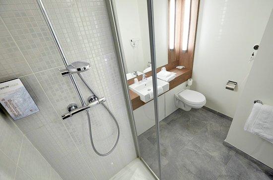 Mondeville, Frankrike: Salle de bains avec douche