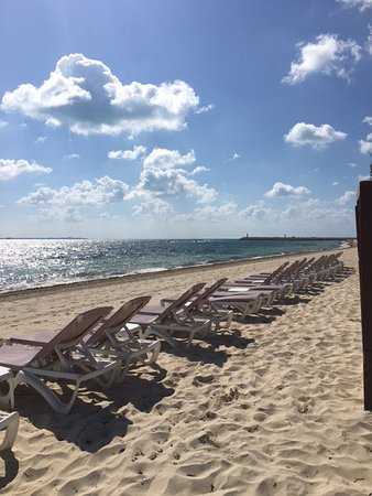 Excellence Playa Mujeres: Beach in the morning, very private!