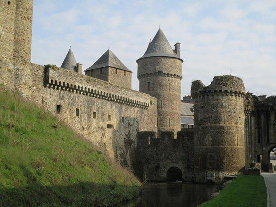 Fougeres, França: murailles du château de Fougères