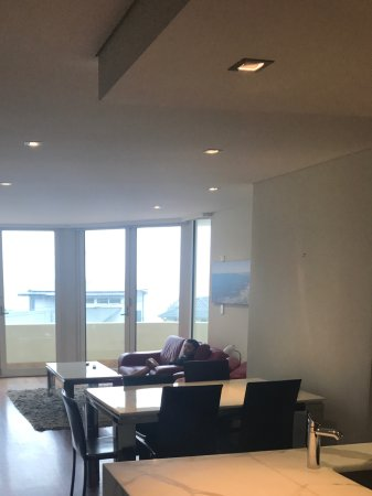 Bellagio By The Sea: Large lounge/living area with open kitchen.