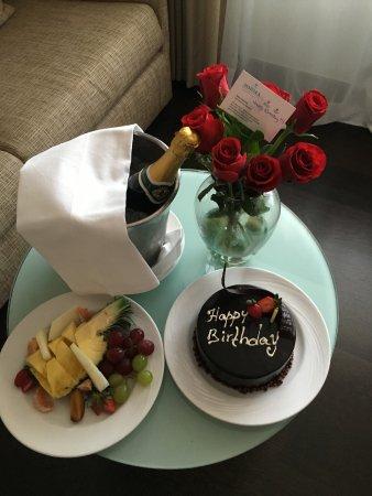 Amathus Beach Hotel Limassol: поздравления от отеля на День Рождения