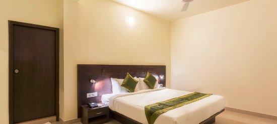 Treebo Trip Xec Residency, Hotels in Chandor