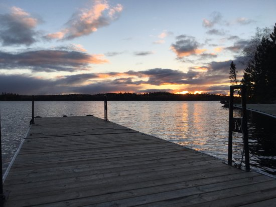 Red Lake, Kanada: Sunset off the dock