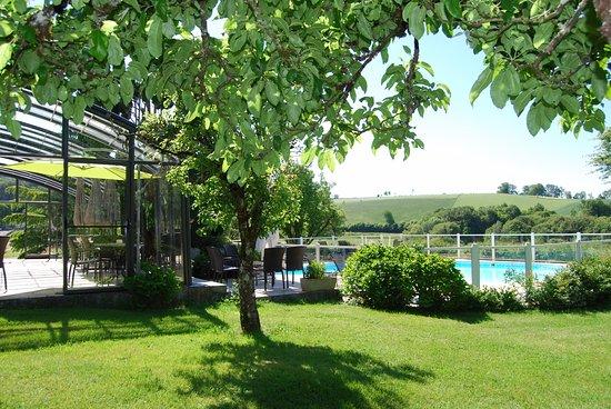 Boisset, ฝรั่งเศส: Instants paisibles près de la piscine